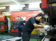 株式会社大京精研の工場内に設置されたプレスブレーキFαBⅢ-8025の写真
