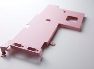 ピンク色に塗装された精密板金の製品写真